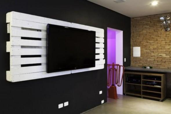 painel de TV feito com pallet