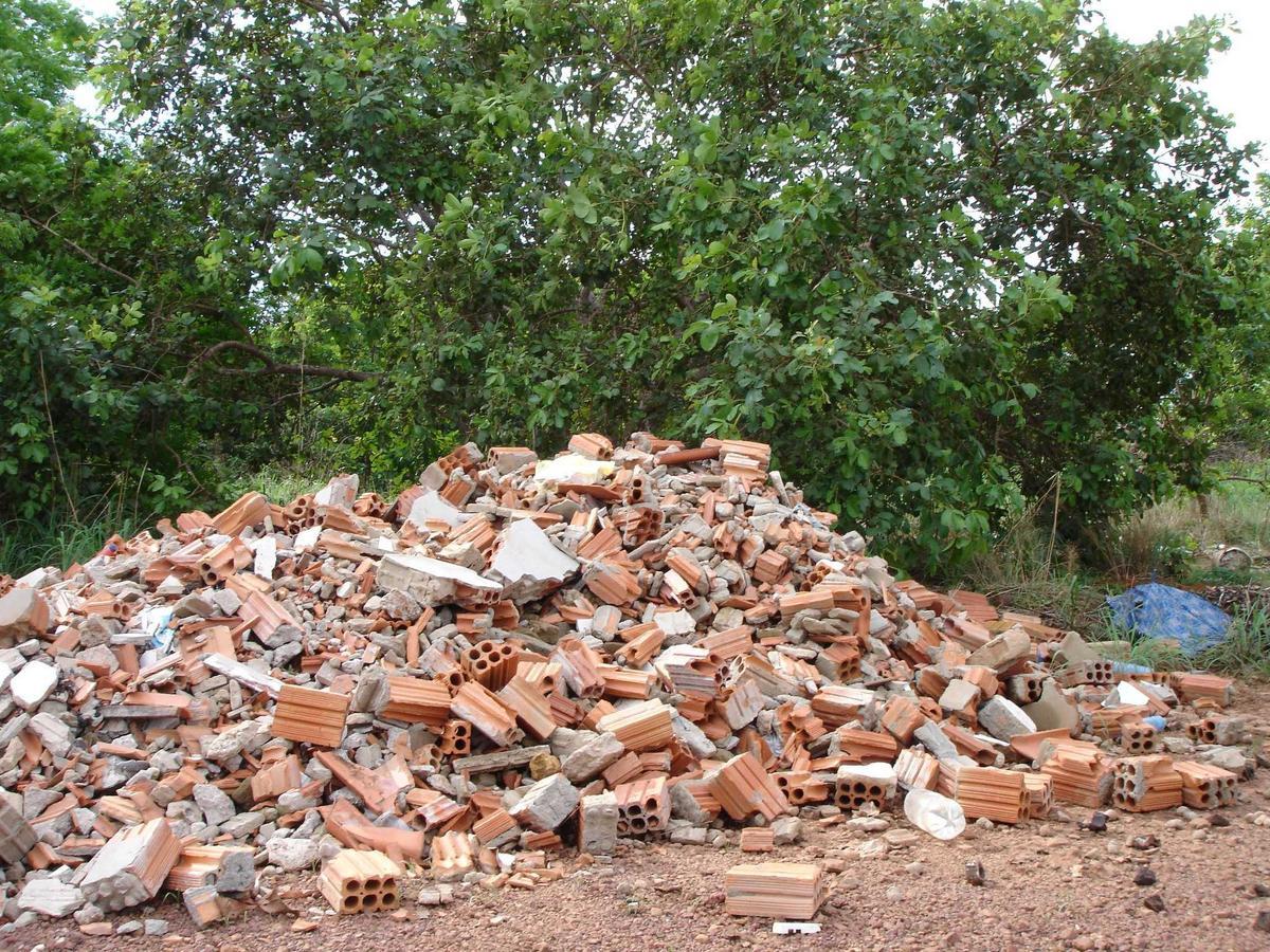 #8F573C Construção civil e meio ambiente: Como o entulho afeta a  1200x900 px madeira reciclada na construção civil @ bernauer.info Móveis Antigos Novos E Usados Online
