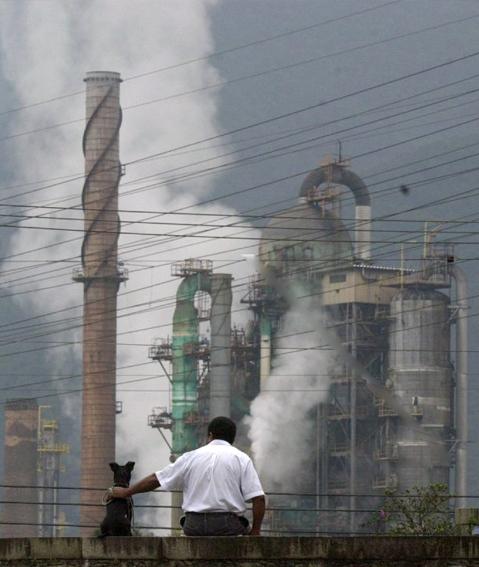 Resultado de imagem para a historia da poluição do ar de cubatão