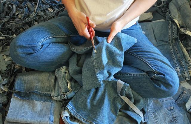 DIY: 4 dicas de como fazer reciclagem com roupas jeans