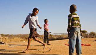 foto de crianças brincando