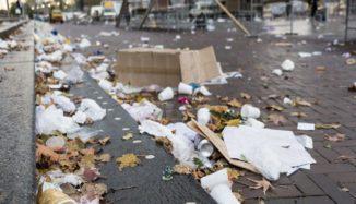 foto de lixo espalhado na rua