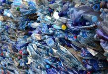 plástico triturado para reciclagem